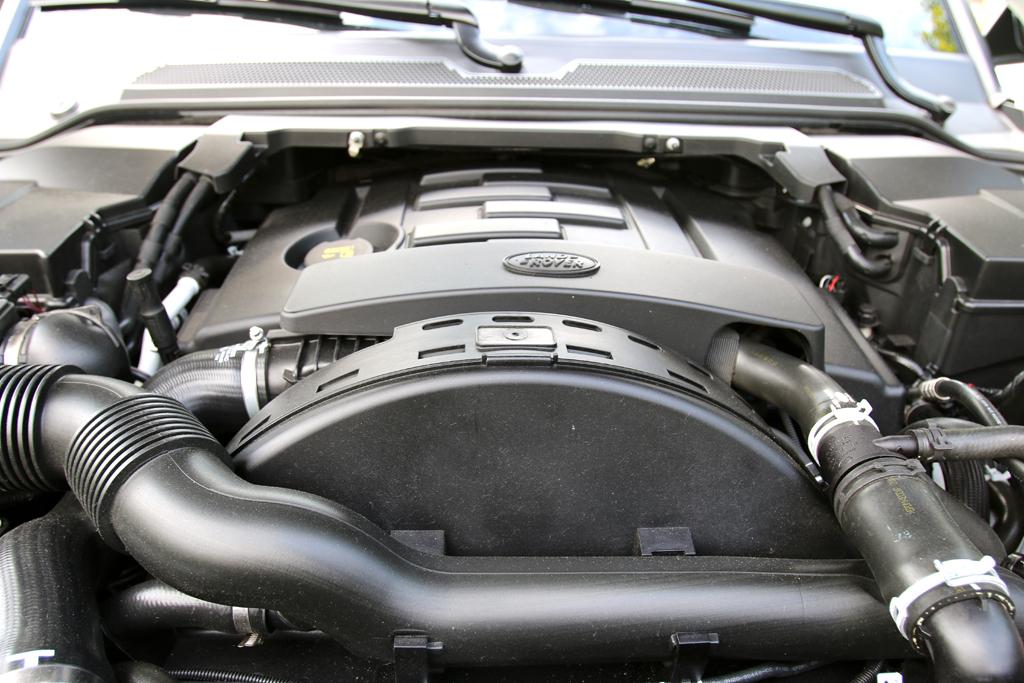 Land Rover Discovery: Blick unter die Haube auf den 3,0-Liter-Sechszylinder.
