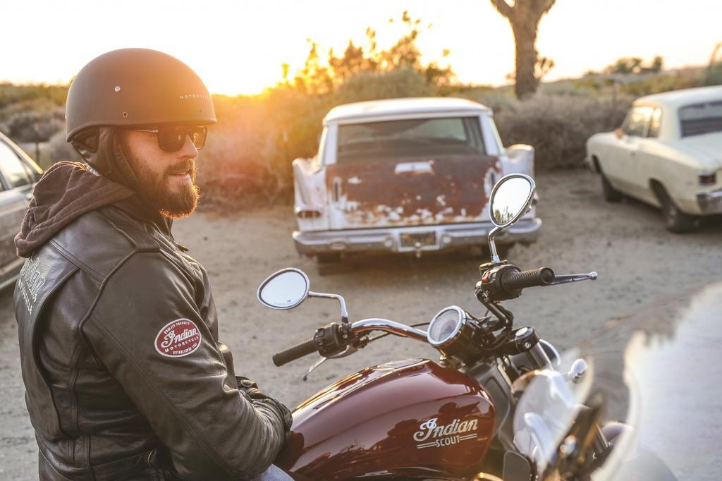 """Mit der neuen Indian Scout kehrt nach über 70 Jahren ein Motorrad mit demselben legendären Namen zurück wie der Klassiker, mit dem seinerzeit die berüchtigte Steilwand """"Wall of Death"""" bezwungen wurde"""