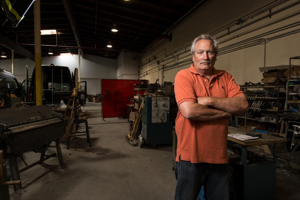Nachdem die Firma den Barber-Van gebaut hat, schrauben seine 25 Mann jetzt auch an einem mobilen Nagelstudio und einem Schminksalon auf Rädern