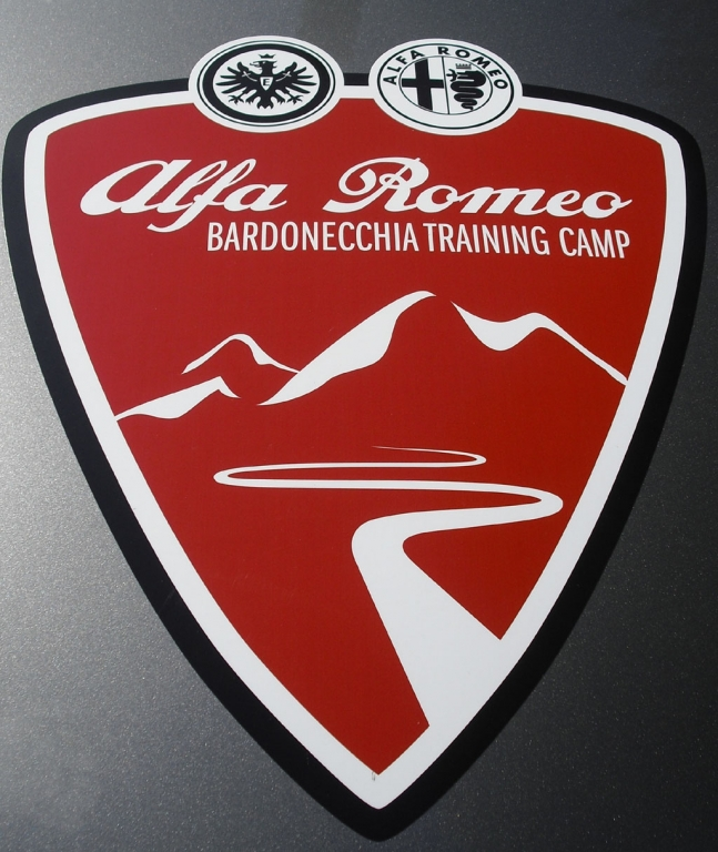Offizielles Wappen für das Trainingslager der Eintracht in Italien.