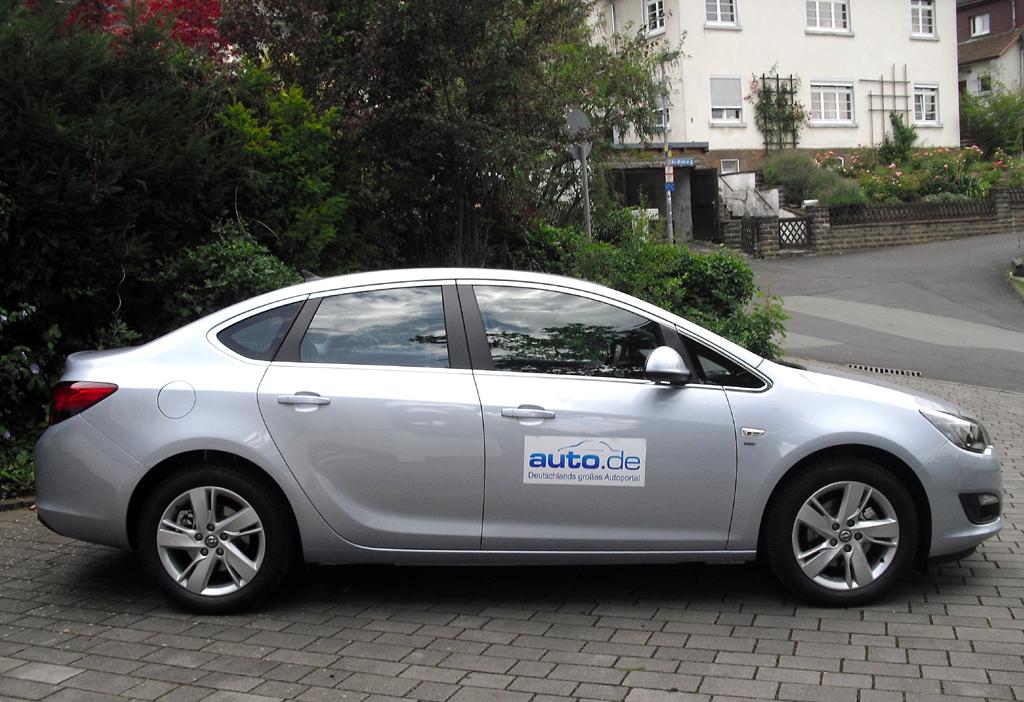Auto im Alltag: Opel Astra Viertürer Exklusiv 1.6 CDTI