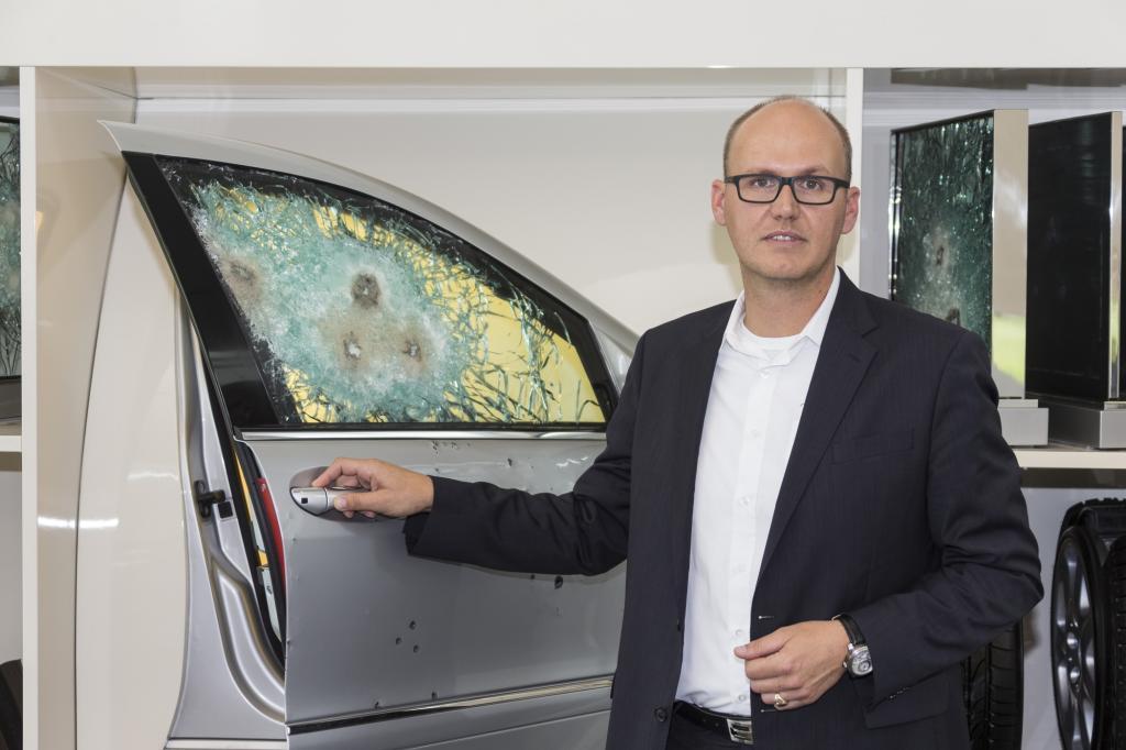 Produktmanager Markus Nast will nicht verraten, wie viele der 30.000 Fahrzeuge, die pro Jahr von Herstellern und Nachrüstern in den unterschiedlichsten Schutzklassen verkauft werden.