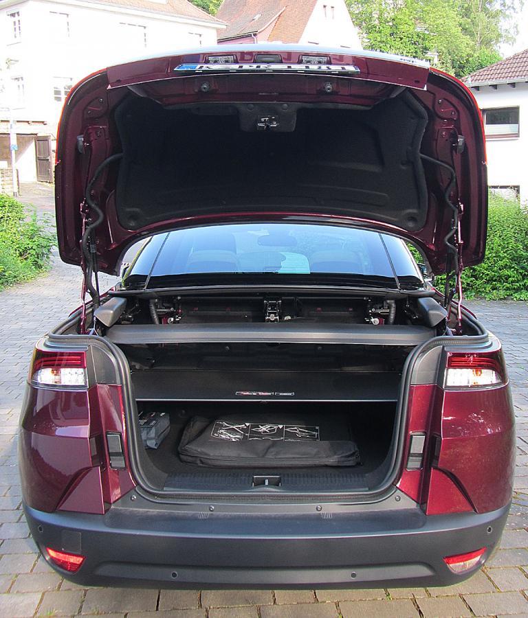 Renault Mégane CC: Das Gepäckabteil fasst je nach Verdeckstellung 417 oder 211 Liter.