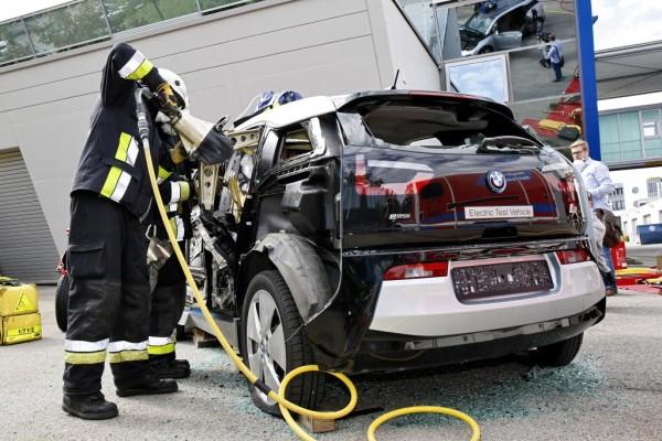 SPOTPRESS: Rettung aus einem Carbon-Fahrzeug - Gesplitterte Erkenntnisse