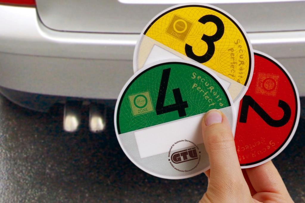 Seit sechs Jahren klebt sie in der Windschutzscheibe von immer mehr Autos: die Umweltplakette