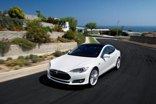 Tesla: Bitte hackt unser Auto