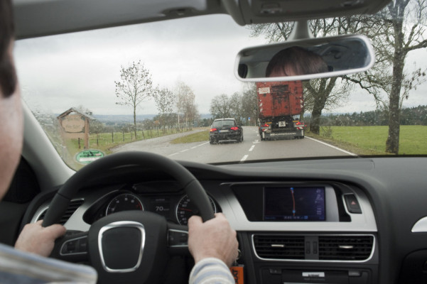 Überholunfälle: Sichtweite oft zu gering