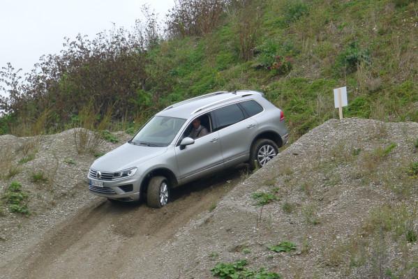 Volkswagen erneuert die Optik des Touareg und legt auch in der Technik nach.