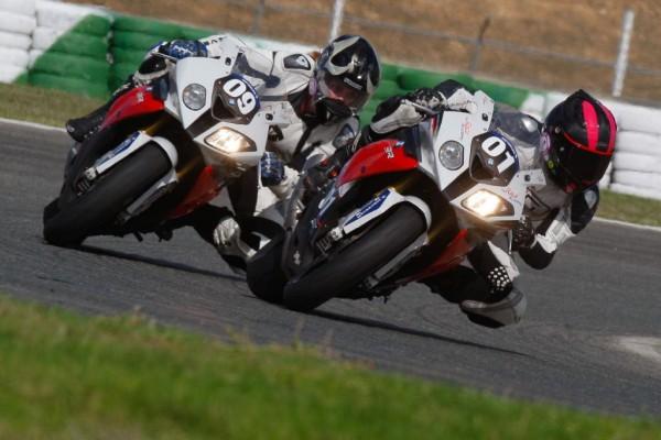 BMW schickt Motorrad-Ladies auf die Piste