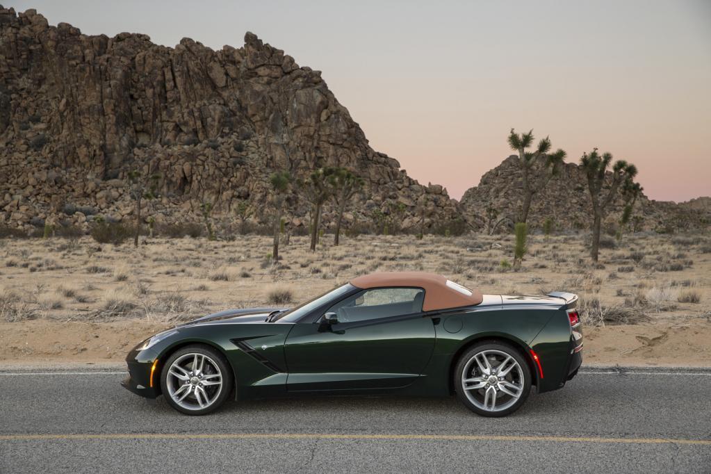 Corvette Cabrio mit Leichtbau-Dach von Webasto