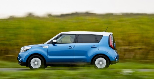 Damit liegt der 81 kW/110 PS starke, zwischen Kleinwagen und SUV angesiedelte Crossover preislich im Mittelfeld der E-Auto-Konkurrenz