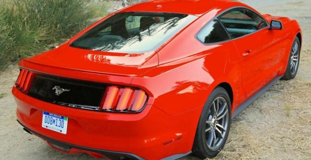 Das Heck trägt klassische Mustang-Züge
