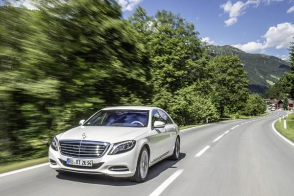 Denn der S 500 Plug-in-Hybrid wird - wenn auch nur mit einem V6-Biturbo und nicht mit dem 4,7-l-V8 des herkömmlichen S 500 bestückt