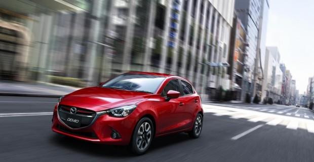 Der Mazda2 reiht sich in Paris in die Riege der neuen Kleinwagen ein. In Sachen Elektronik will das kleinste Modell der Japaner unter anderem mit einem umfangreichen Programm an Assistenzsystemen und einer neuen Handy-Integration punkten