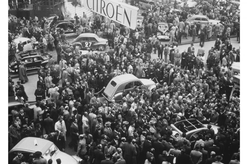 Ein preiswerter und pragmatischer Citroen, der bei seiner Premiere im Paris 1948 zum Publikumsmagneten wurde