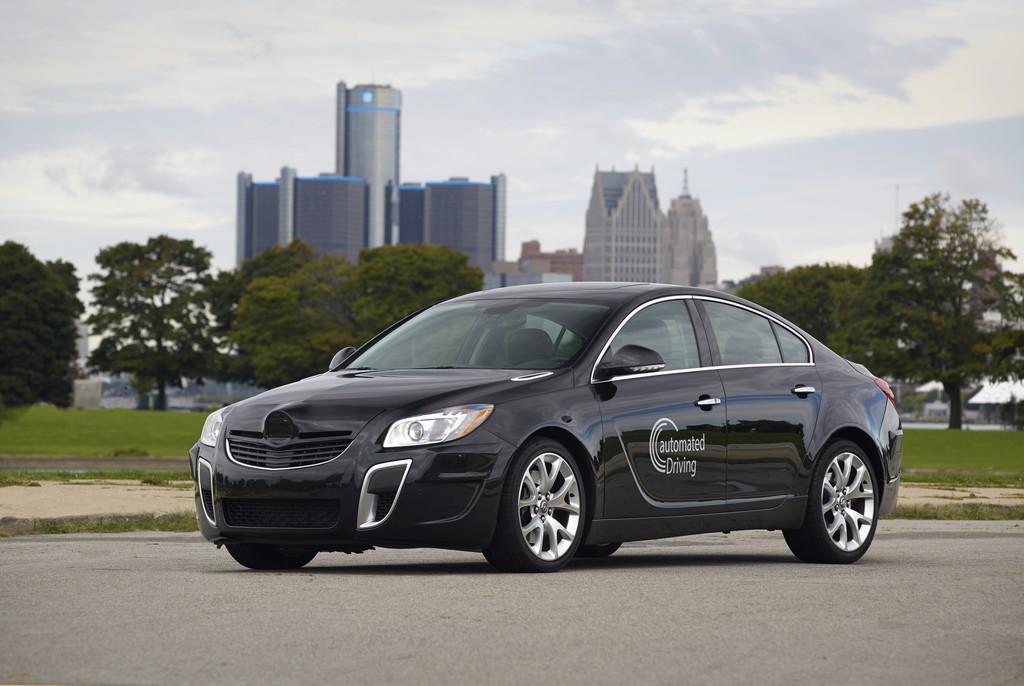 GM und Opel stellen Technologien für autonome Fahren vor