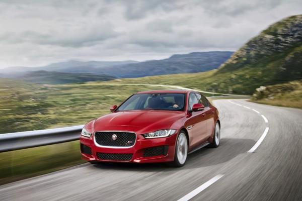 Im Jaguar XE feiern neue Diesel Premiere