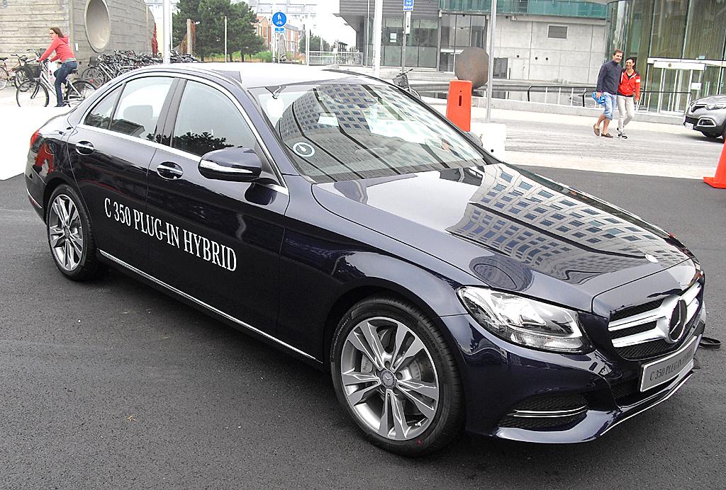 In den Startlöchern: Der Mercedes C350 Plug-in-Hybrid kommt 2015.