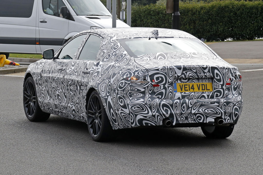 Erwischt: Erlkönig Jaguar XF