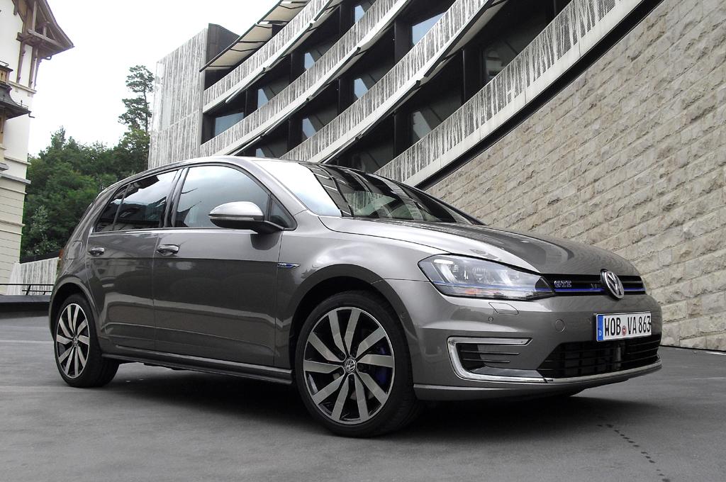 Mit Dynamik und Effizienz der GTI/GTD-Idee: VW Golf GTE.