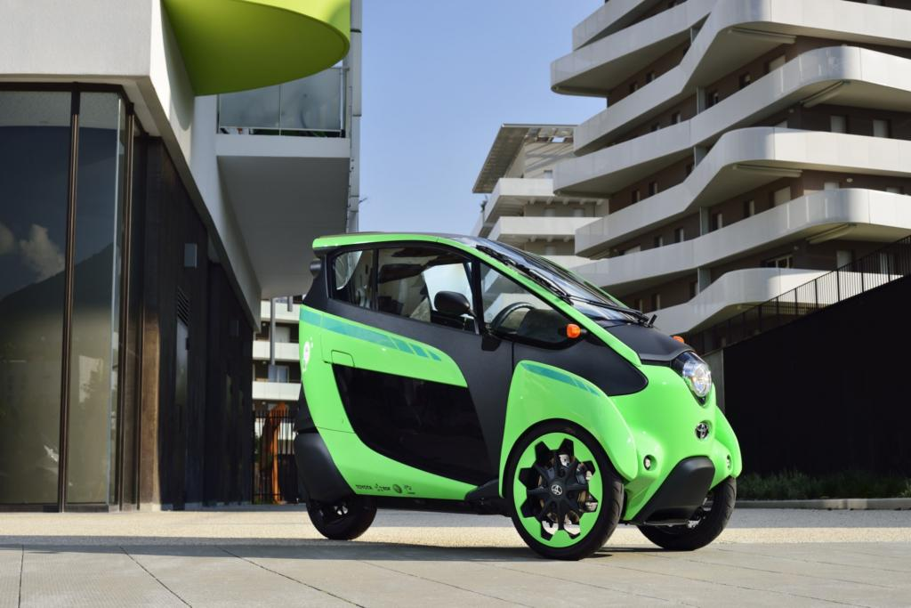 Mit dem neuen i-Road beweisen die Japaner, dass auch ein elektrischer Kleinwagen Lust und Laune machen kann, wenn er nur schräg genug ist.