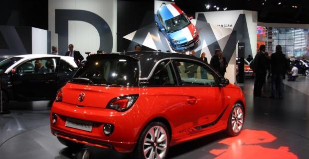 Platz 8: Opel Adam von 2012. Mit ihm wollte Opel die Marke relaunchen. Ausgerechnet ein Stadtauto mit dem altehrwürdigen Namen des Unternehmensgründers sollte den Blitz wieder zum Strahlen bringen