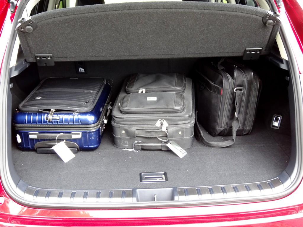 Erste Fahrt im Lexus NX300h: Vorsicht, Verletzungsgefahr!