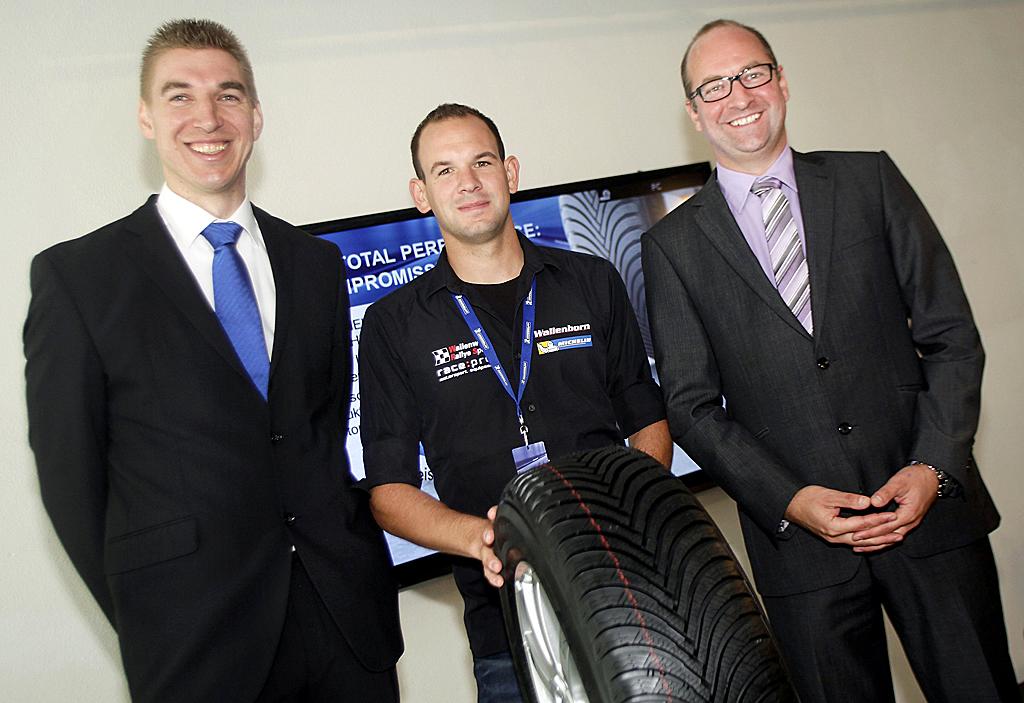 Stellten den neuen Winterreifen vor: (von links) Pierre Ehnis, Mark Wallenwein und Michael Küster von Michelin.