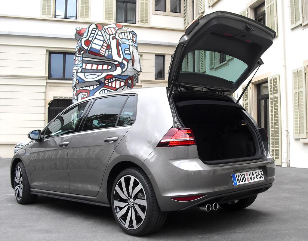 VW Golf GTE: Das Gepäckabteil fasst 272 bis 1162 Liter.