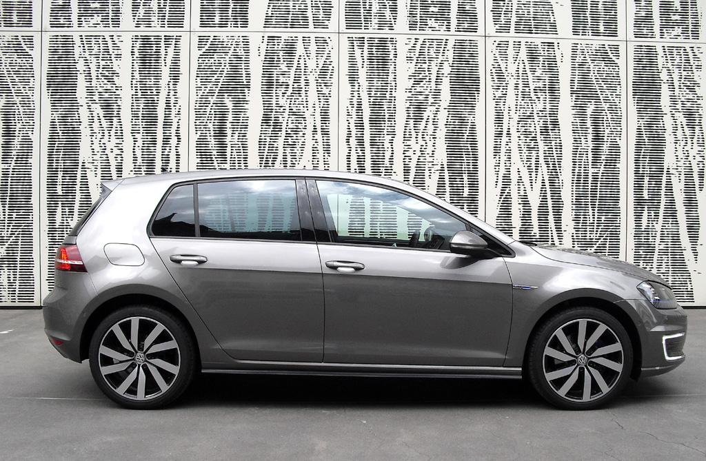 VW Golf GTE: So das sieht Kompaktmodell von der Seite aus.