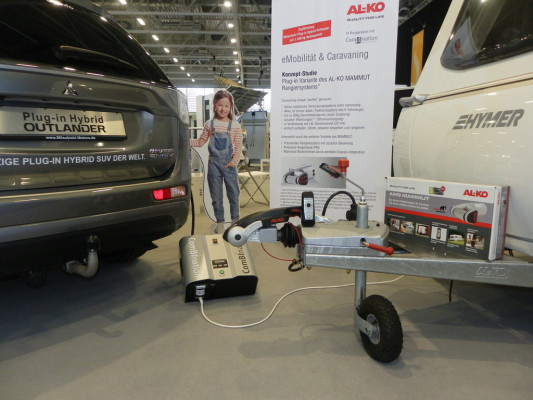 Wohnwagen-Rangiersystem mit Strom vom Plug-in Hybrid Outlander