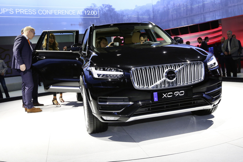 Paris 2014: Volvo XC90 schafft mit 400 PS 2,7 Liter