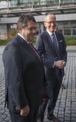 Wirtschaftsminister informiert sich bei Opel