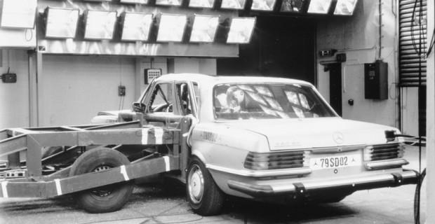 Seitencrashtest mit einem Mercedes-Benz 280 SE (19