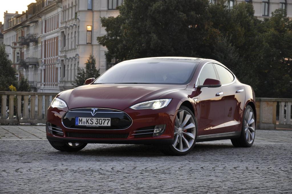 36 Tesla-s