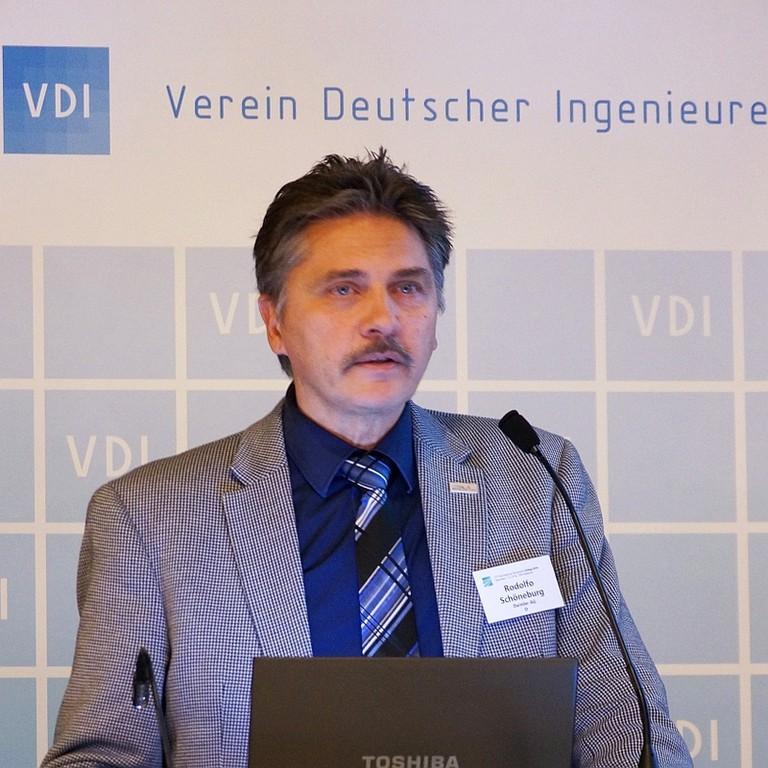 Professor Rodolfo Schöneburg.