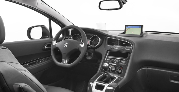 Das Cockpit im Peugeot 5008 ist