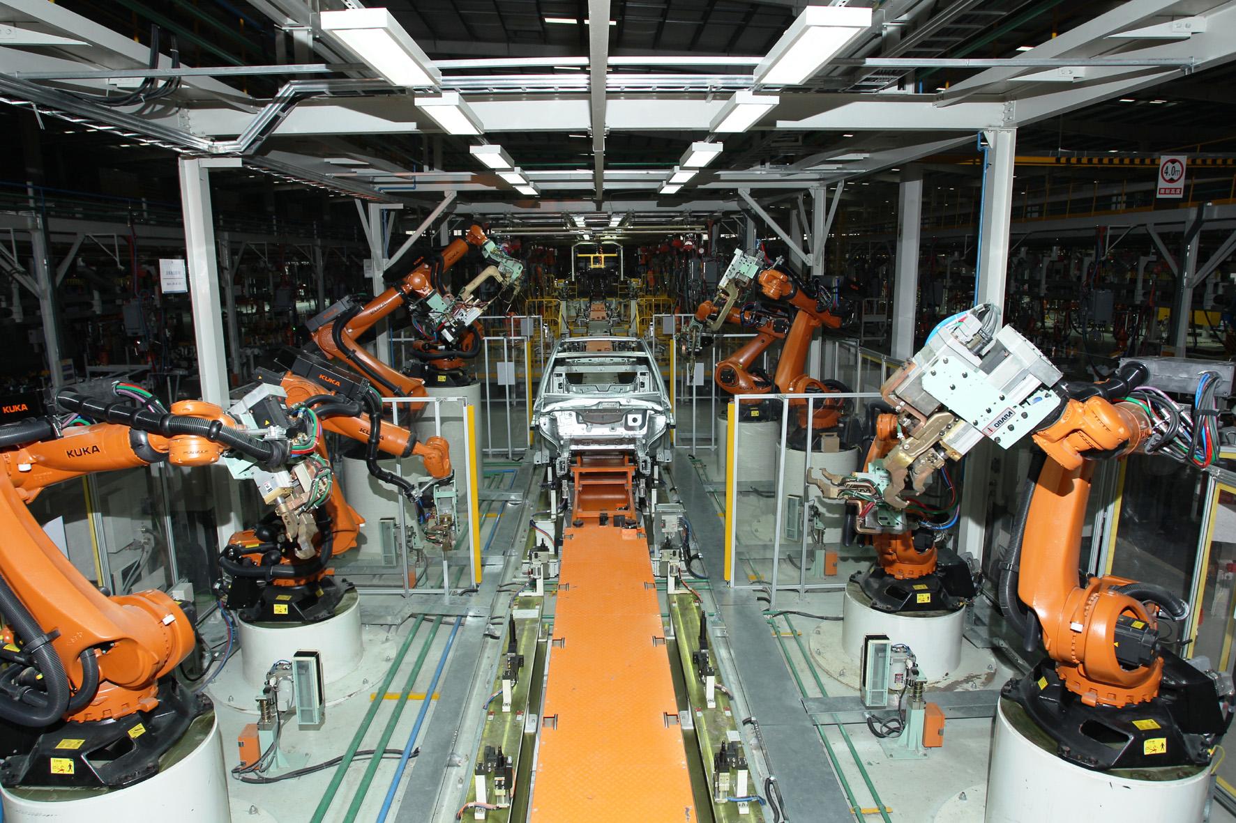 Autobauer in China verzehnfachen Produktion der E-Mobile