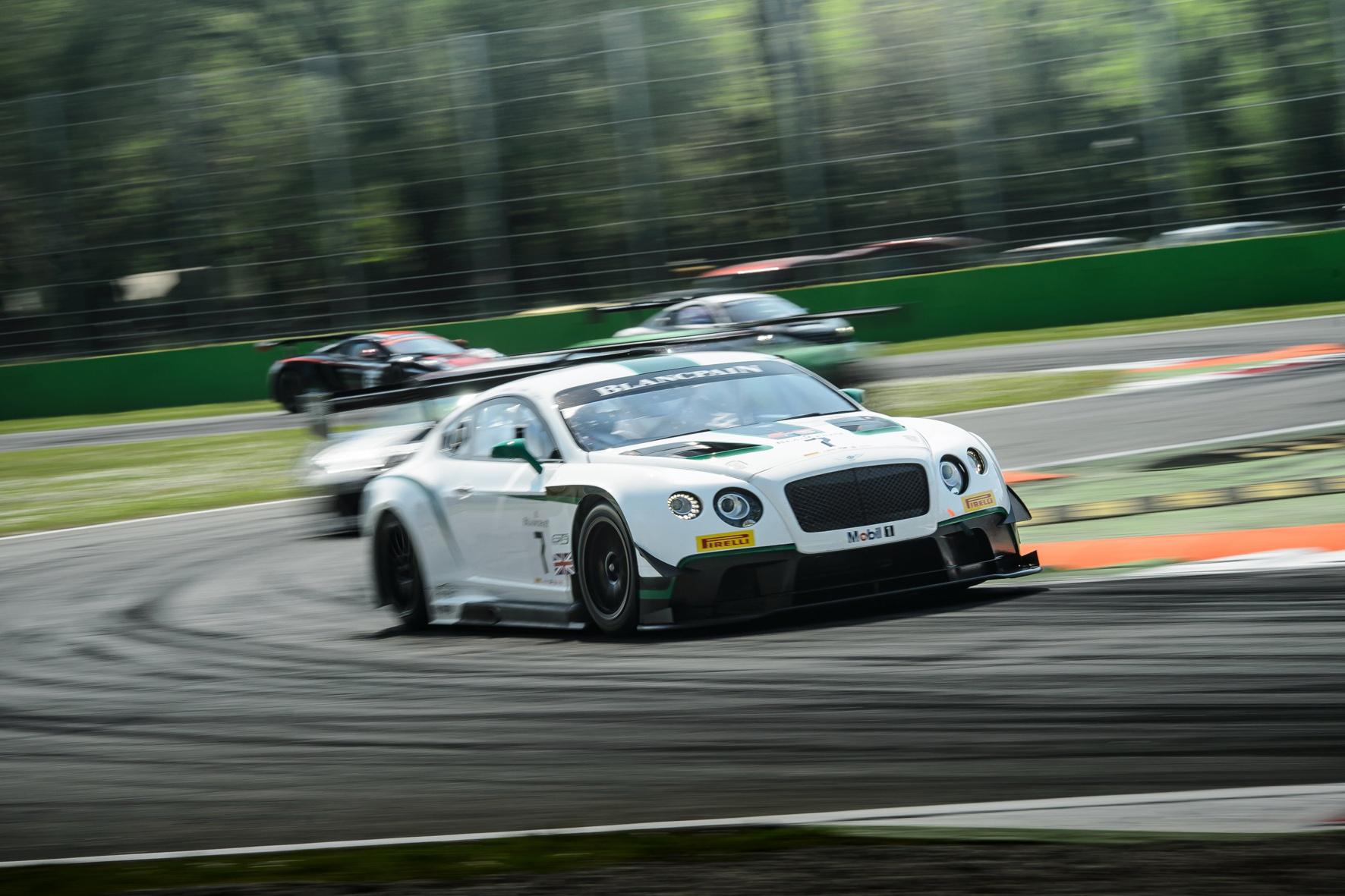 m kommenden Jahr will die britsche Nobel-Marke Bentley mit dem Continental GT3 (vorne) auch im ADAC-GT-Masters die Kurve kriegen.