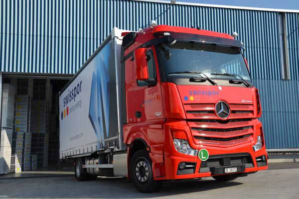 Düsseldorf - Wegen der nachlassenden Nachfrage und geringeren Kraftstoffpreisen erwarten Experten für den Straßengüterverkehr sinkende Transportpreise.