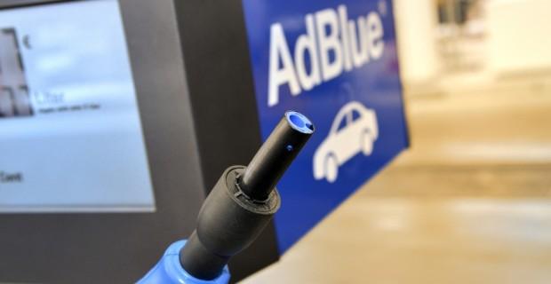 BMW und Total testen Adblue-Zapfsäulen