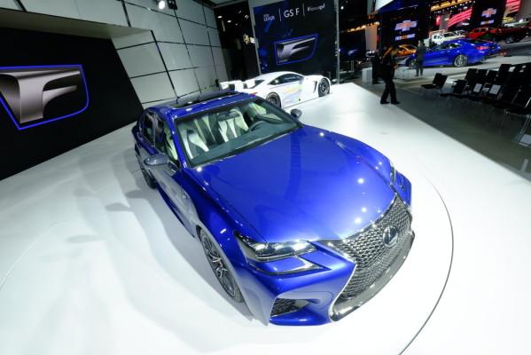 Detroit 2015: Lexus drückt auf die Tube