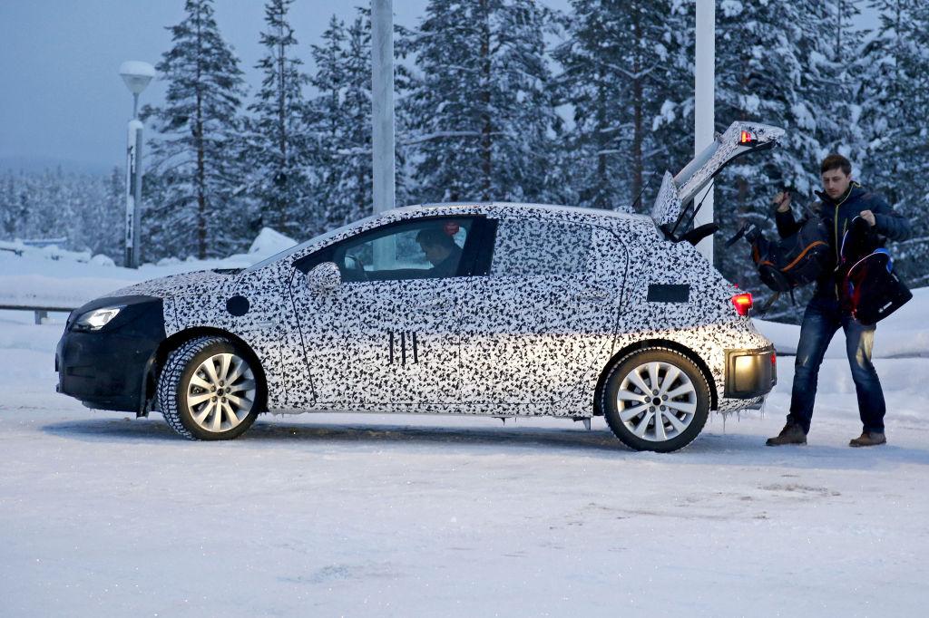 Erwischt: Erlkönig Opel Astra - Der Staub muss weg
