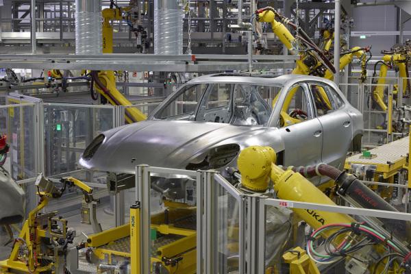 Autoindustrie macht China zum größten Roboter-Nutzer