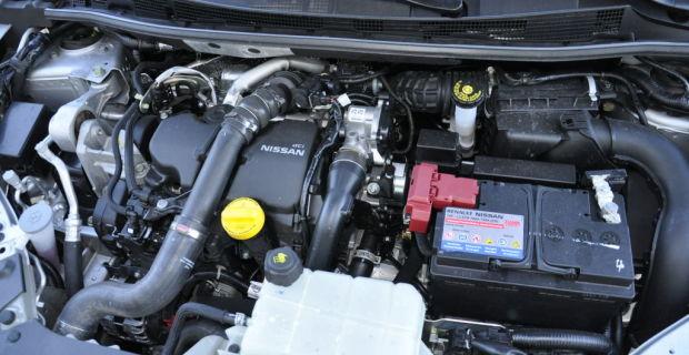 Gerade jweils einen Benziner und einen Diesel hat Nissan aktuell für den Pulsar im Angebot. Dem 1.2-Liter Turbobenziner wird in kürze noch ein 190-PS starker 1.6-Liter Turbo zur Seite gestellt. Der in die Jahre gekommen 1.5-Liter Diesel mit 110 PS bleibt wohl der einzige Selbstzünder. Der zeigt sich warm wie kalt ziemlich knurrig und ist auch im Innenraum deutlich zu hören.