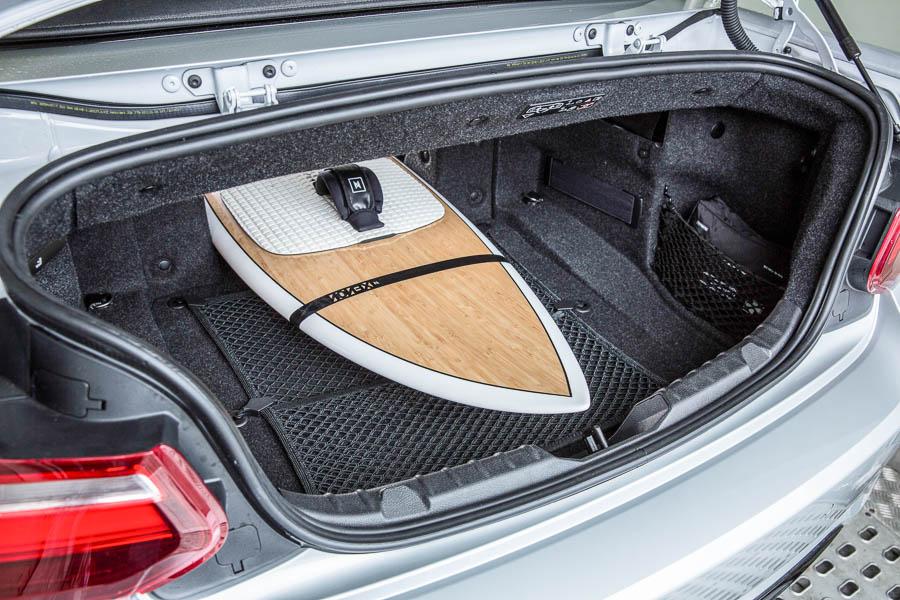 Richten soll es nun der offene Zweier, mit dem BMW vermutlich nicht nur die rund 130.000 Kunden des Vormodells, sondern auch ein paar abtrünnige Vierer-Cabriolet Fahrer wieder an den Verkaufstresen locken möchte.
