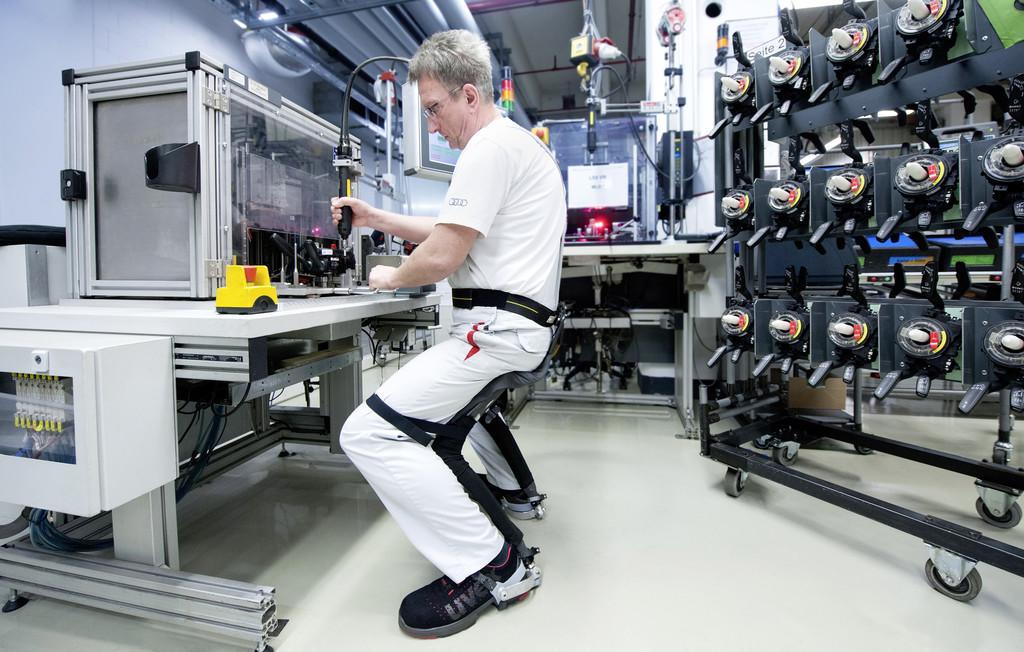 Bei Audi in der Montage: Sitzen ohne Stuhl