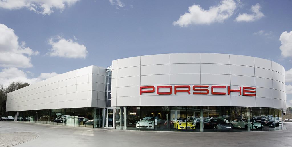 Neues Porsche- Zentrum in Hamburg eröffnet