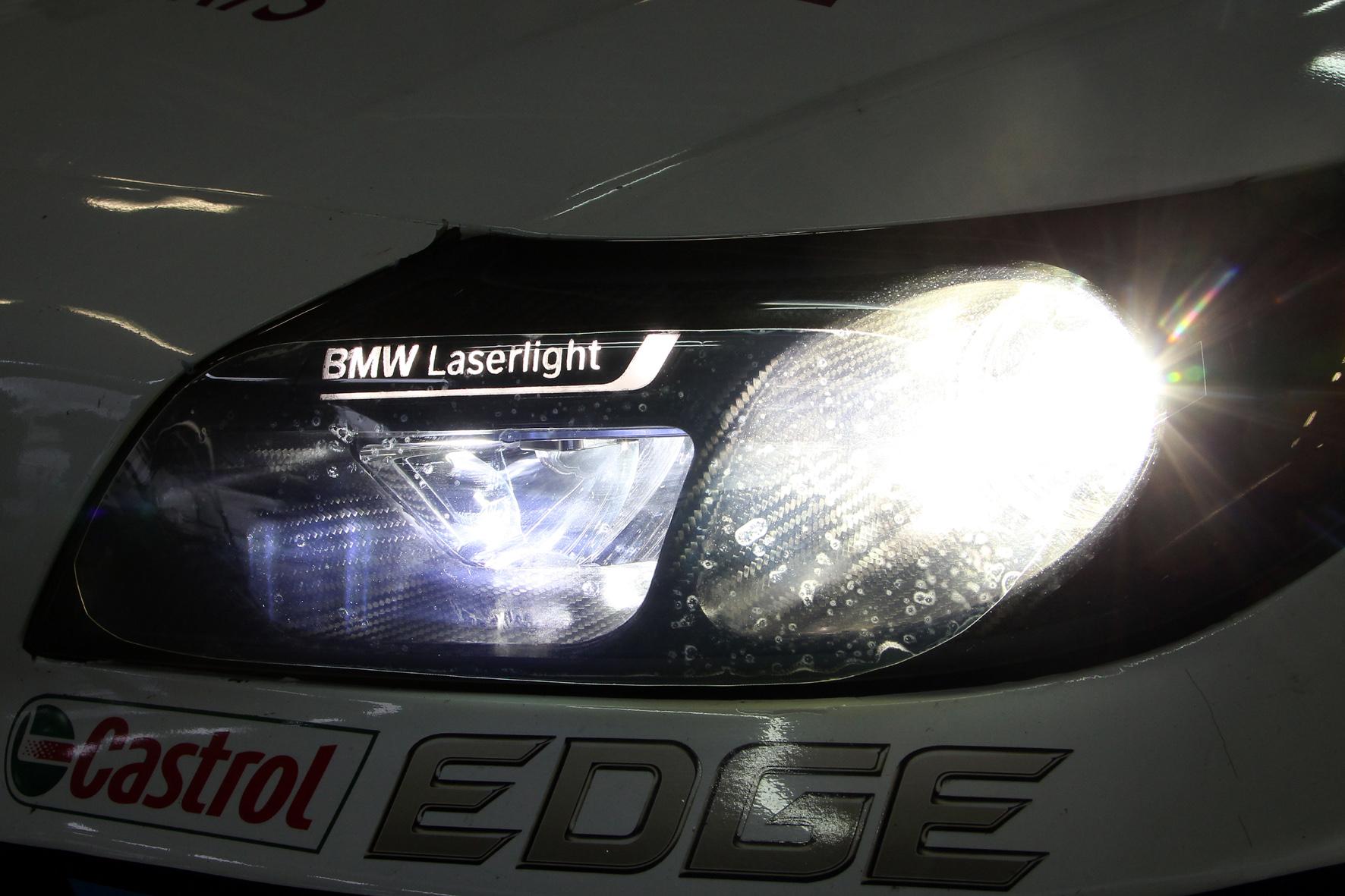 Laser-Licht beim Auto stellt alles in den Schatten