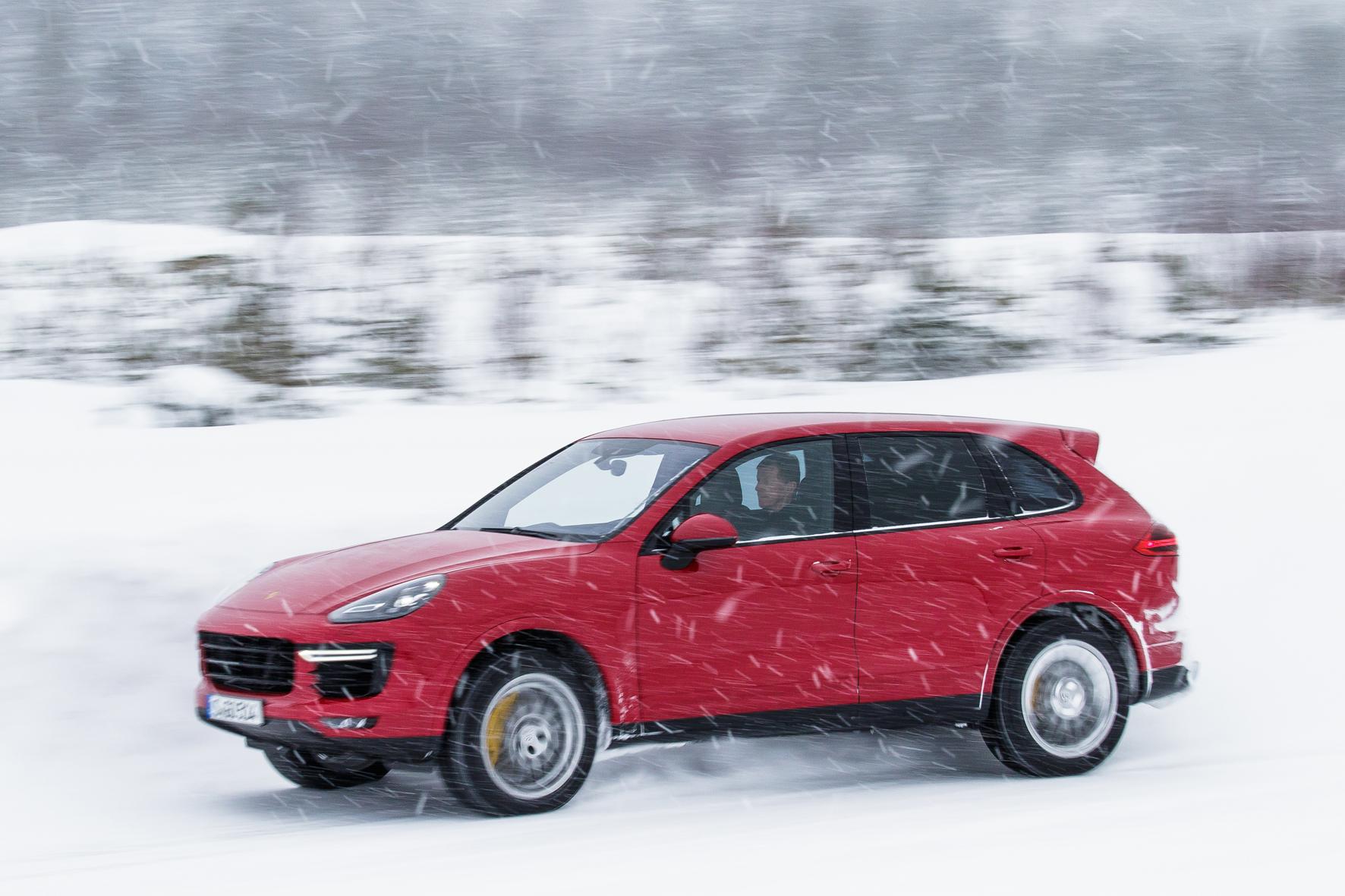 Schneewalzer mit Porsche Cayenne GTS und Turbo S